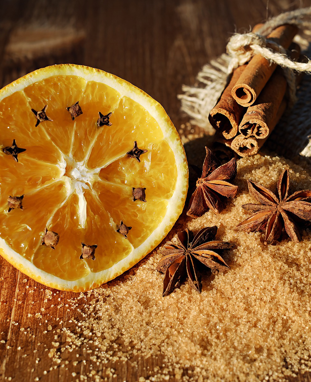 Cinnamon, orange and cloves for Christmas.